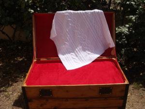 Carré naissance, tricot irlandais, 100% coton. fait main, pièce unique, création originale la Malle au Coton. H1