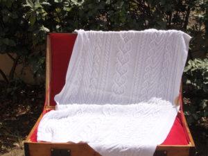 Etole femme, tricot irlandais fait main 100% coton. Pièce unique, création originale La Malle au Coton. Carré naissance assorti vendu séparément. I1